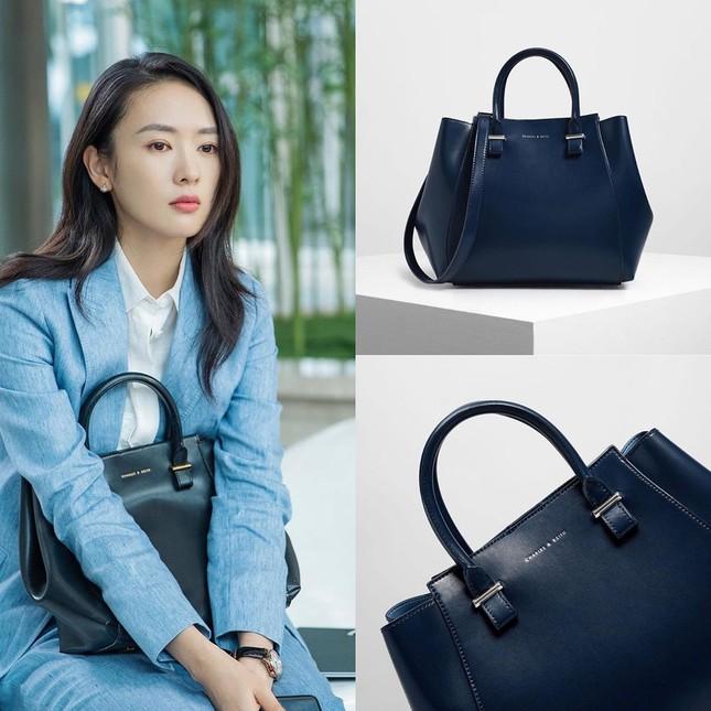 Loạt túi của Cố Giai (30 Chưa Phải Là Hết): Có Hermès, Dior và có luôn cả Charles & Keith ảnh 9