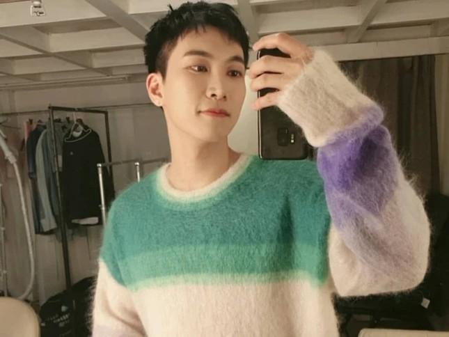 """Màn """"đụng hàng"""" gây sốc nhất lịch sử K-Biz: 15 sao Hàn cùng mặc chung 1 mẫu áo len ảnh 9"""