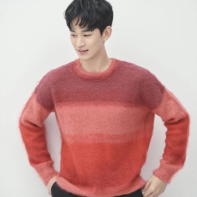 """Màn """"đụng hàng"""" gây sốc nhất lịch sử K-Biz: 15 sao Hàn cùng mặc chung 1 mẫu áo len ảnh 14"""
