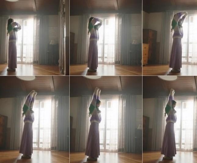 """Màn """"đụng hàng"""" gây sốc nhất lịch sử K-Biz: 15 sao Hàn cùng mặc chung 1 mẫu áo len ảnh 12"""