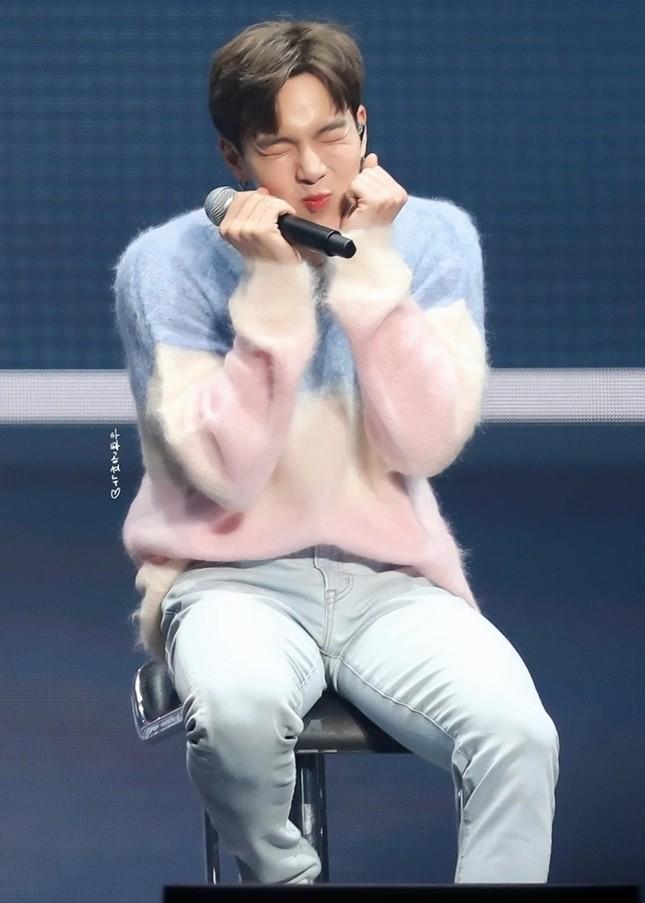 """Màn """"đụng hàng"""" gây sốc nhất lịch sử K-Biz: 15 sao Hàn cùng mặc chung 1 mẫu áo len ảnh 4"""