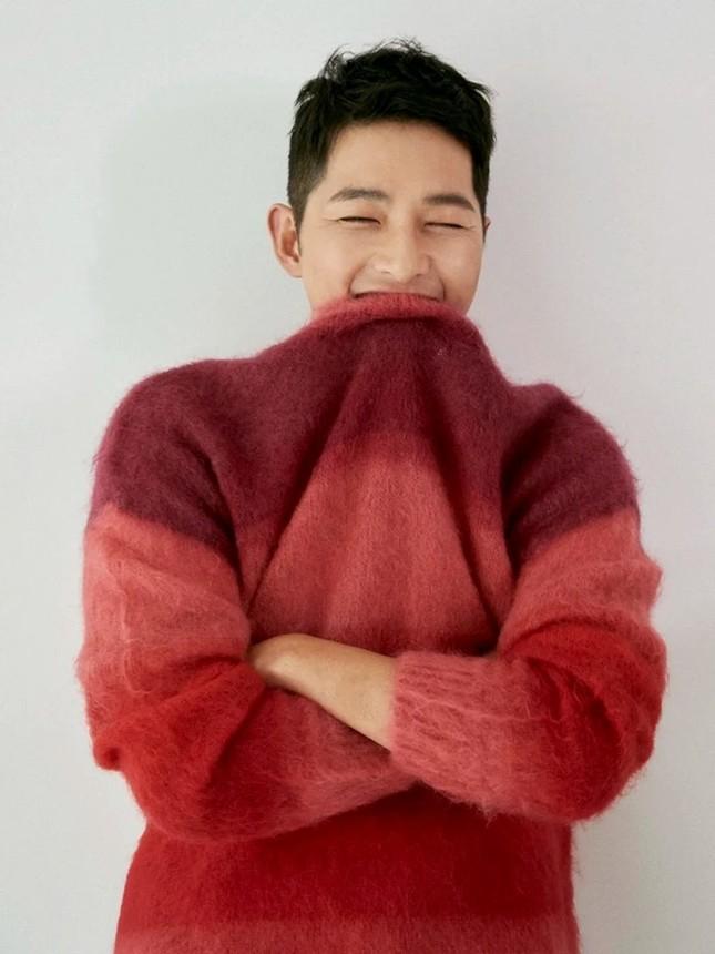 """Màn """"đụng hàng"""" gây sốc nhất lịch sử K-Biz: 15 sao Hàn cùng mặc chung 1 mẫu áo len ảnh 15"""