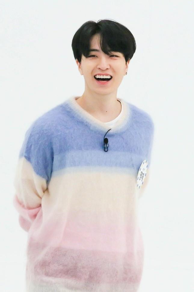 """Màn """"đụng hàng"""" gây sốc nhất lịch sử K-Biz: 15 sao Hàn cùng mặc chung 1 mẫu áo len ảnh 3"""