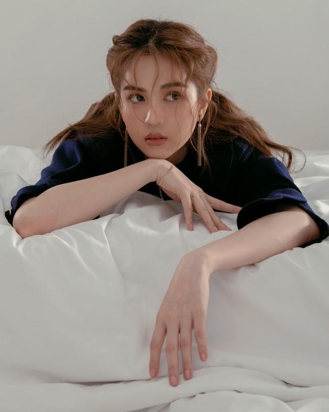 Ngọc Trinh mặc kín đáo vẫn xinh đẹp, visual không hề kém cạnh khi bắt chước Song Hye Kyo ảnh 9