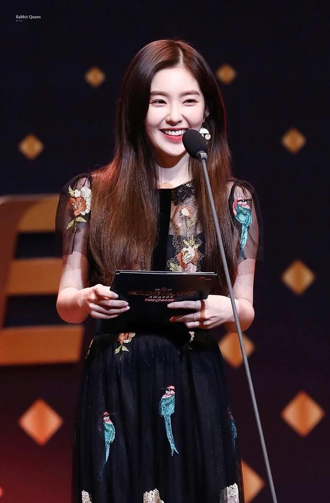 """Đụng hàng Jennie, Lisa, Irene, YoonA, """"chị đẹp"""" Son Ye Jin được khen hay bị chê nhiều hơn? ảnh 4"""