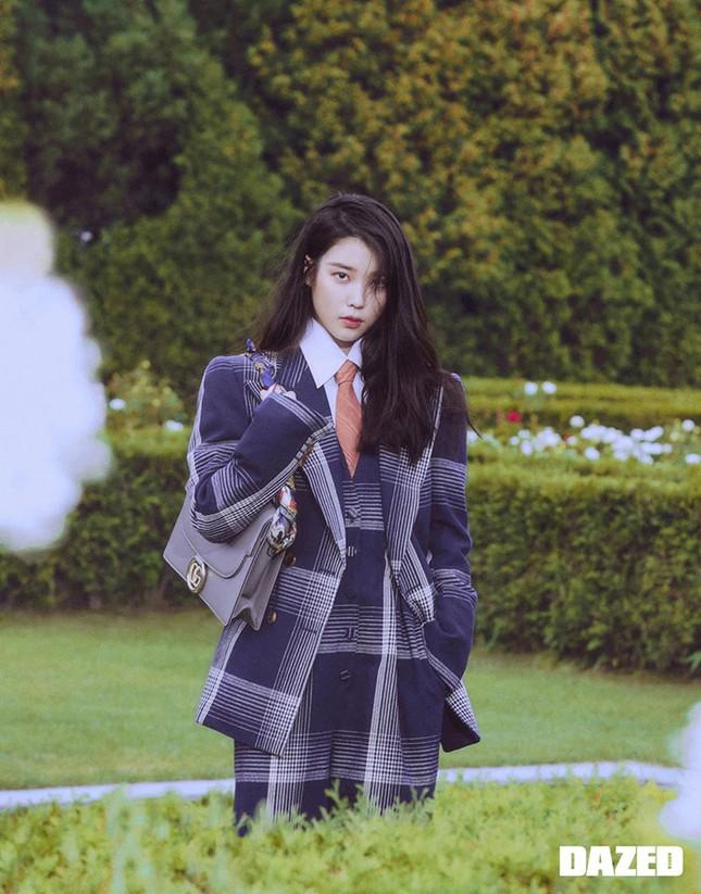 """Đụng hàng Jennie, Lisa, Irene, YoonA, """"chị đẹp"""" Son Ye Jin được khen hay bị chê nhiều hơn? ảnh 10"""