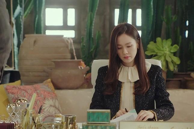 """Đụng hàng Jennie, Lisa, Irene, YoonA, """"chị đẹp"""" Son Ye Jin được khen hay bị chê nhiều hơn? ảnh 5"""