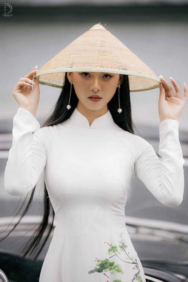 Bạn nghĩ giờ làm gì còn cô gái nào để tóc dài 1m, thí sinh Hoa hậu Việt Nam có đấy! ảnh 3