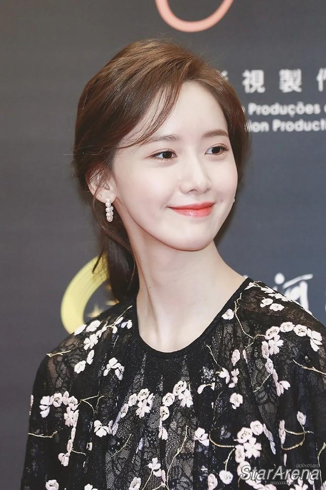 """Đụng hàng Jennie, Lisa, Irene, YoonA, """"chị đẹp"""" Son Ye Jin được khen hay bị chê nhiều hơn? ảnh 12"""