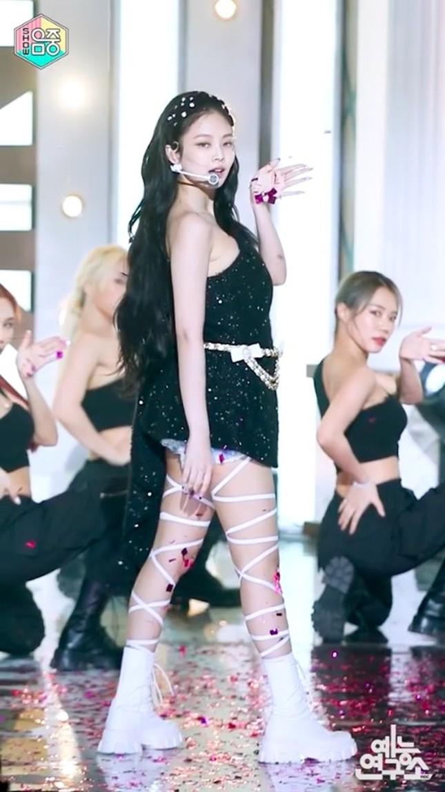 """Đồng Dao (Cố Giai trong 30 Chưa Phải Là Hết) vừa có màn đụng hàng """"nảy lửa"""" với Jennie ảnh 5"""