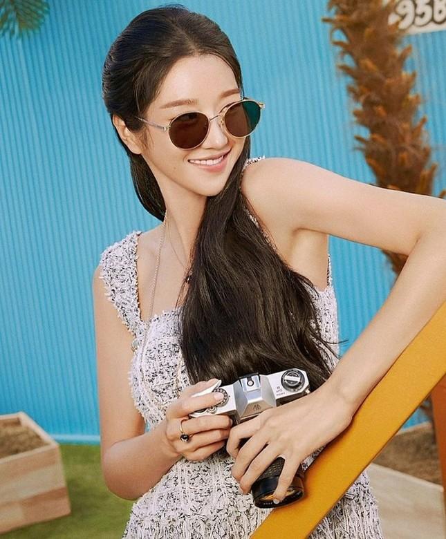 Sau Điên Thì Có Sao, Seo Ye Ji liên tiếp tung ảnh quảng cáo, hết kính mắt lại đến mỹ phẩm ảnh 1