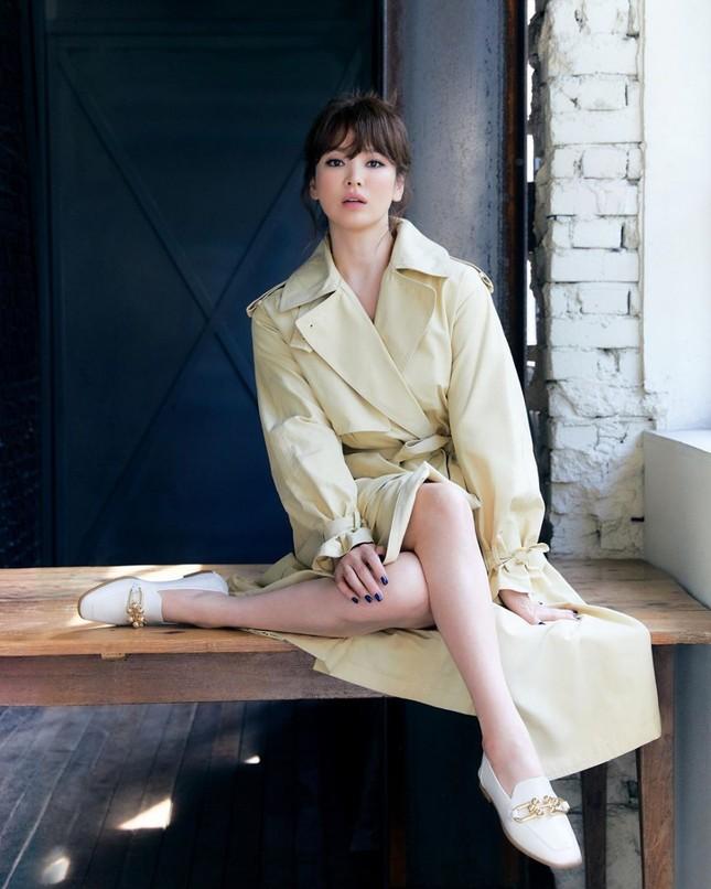 Song Hye Kyo tung ảnh quảng cáo mới xinh sắc sảo, lọt Top 10 sao Hàn giàu nhất năm 2020 ảnh 3