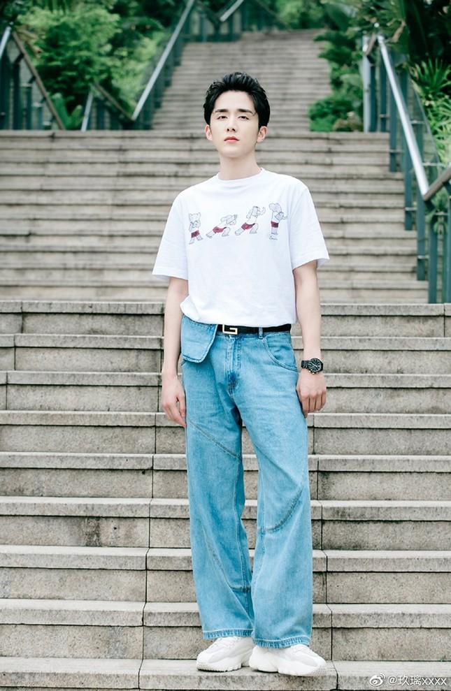 """Ngoài đời Trương Tân Thành (Lấy Danh Nghĩa Người Nhà) cũng thích style """"cưa sừng làm nghé"""" ảnh 6"""