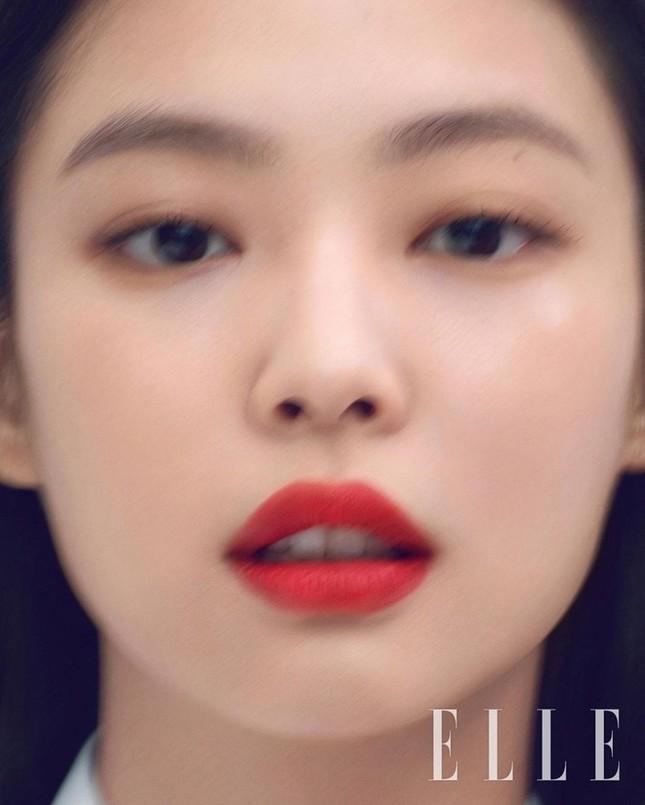 Dự đoán các màu son hot trong mùa Thu 2020 với bộ ảnh mới của Jennie (BLACKPINK) trên ELLE ảnh 3
