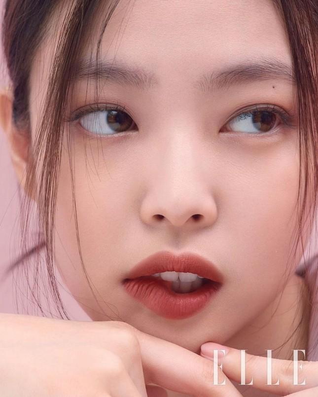 Dự đoán các màu son hot trong mùa Thu 2020 với bộ ảnh mới của Jennie (BLACKPINK) trên ELLE ảnh 9