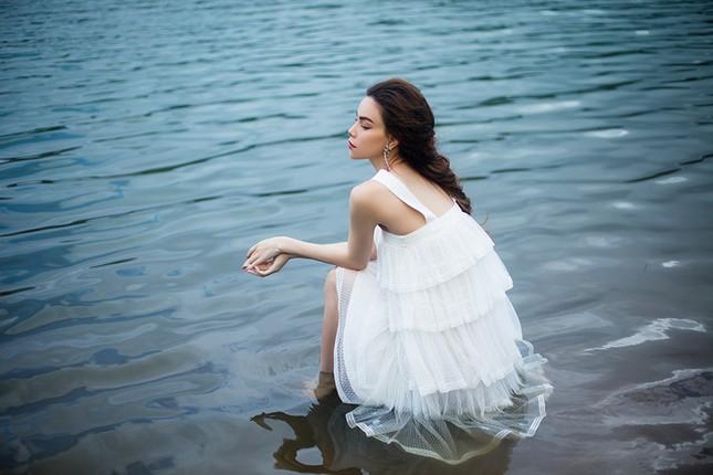 Hồ Ngọc Hà mang bầu vẫn không ngại lội xuống hồ thực hiện bộ ảnh đẹp mê hồn  cho album mới ảnh 6