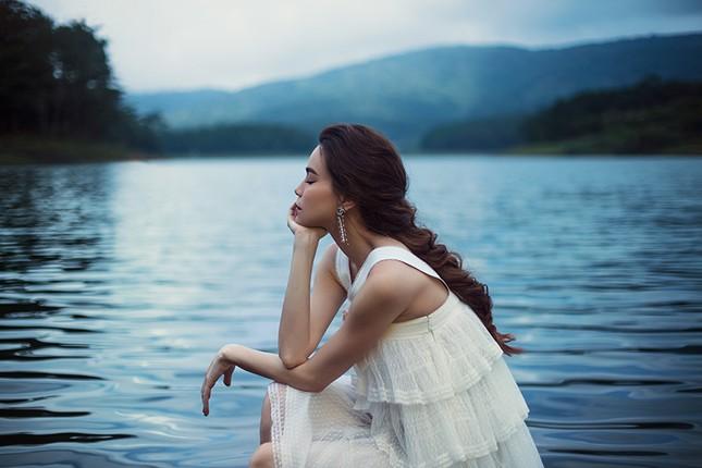 Hồ Ngọc Hà mang bầu vẫn không ngại lội xuống hồ thực hiện bộ ảnh đẹp mê hồn  cho album mới ảnh 7