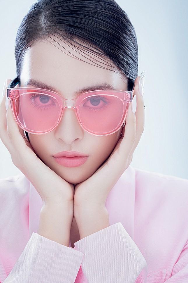 """Hoa hậu Tiểu Vy đón tuổi mới bằng bộ ảnh trong veo khoe vẻ xinh đẹp """"gây thương nhớ"""" ảnh 6"""