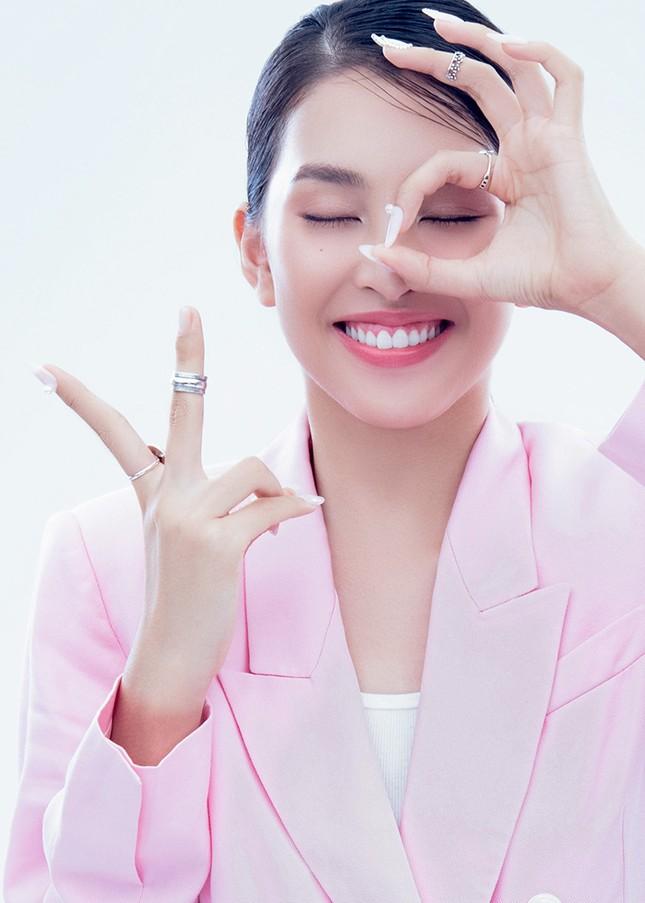 """Hoa hậu Tiểu Vy đón tuổi mới bằng bộ ảnh trong veo khoe vẻ xinh đẹp """"gây thương nhớ"""" ảnh 5"""