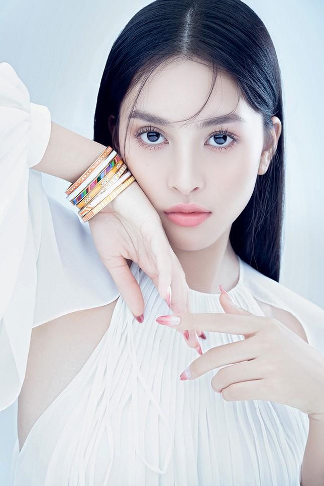 """Hoa hậu Tiểu Vy đón tuổi mới bằng bộ ảnh trong veo khoe vẻ xinh đẹp """"gây thương nhớ"""" ảnh 3"""