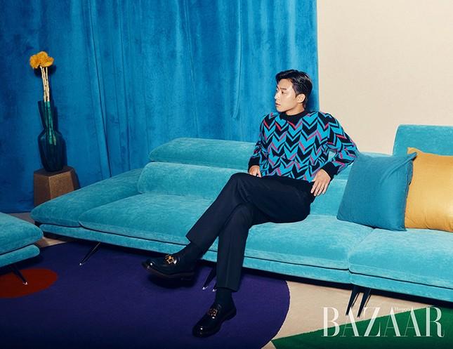 Ngắm loạt trang phục với màu sắc gây sốc của Park Seo Joon trên Harper's Bazaar Hàn ảnh 2