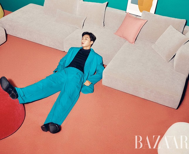 Ngắm loạt trang phục với màu sắc gây sốc của Park Seo Joon trên Harper's Bazaar Hàn ảnh 3