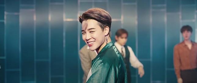 """Big Hit tung MV Dynamite (B-side) - phiên bản """"tấu hài"""" cực mạnh từ các chàng trai BTS ảnh 4"""