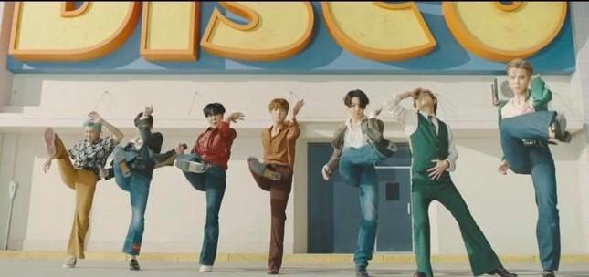 """Big Hit tung MV Dynamite (B-side) - phiên bản """"tấu hài"""" cực mạnh từ các chàng trai BTS ảnh 5"""