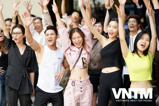 """Vietnam's Next Top Model mùa 9 quay trở lại, netizen chuẩn bị tha hồ """"hít drama"""" giải trí ảnh 2"""