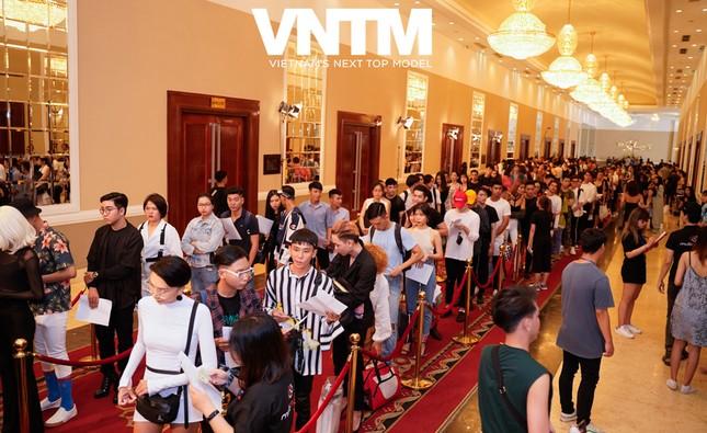 """Vietnam's Next Top Model mùa 9 quay trở lại, netizen chuẩn bị tha hồ """"hít drama"""" giải trí ảnh 1"""