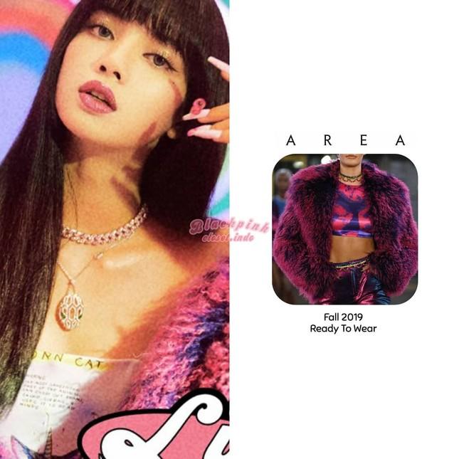 Loạt trang phục ấn tượng của Lisa (BLACKPINK) trong MV Ice Cream, có món giá trị gần 1 tỉ ảnh 4
