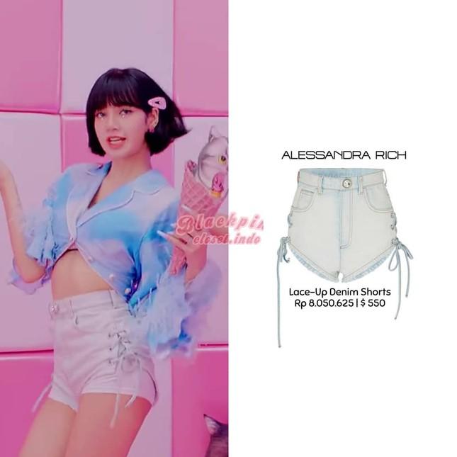 Loạt trang phục ấn tượng của Lisa (BLACKPINK) trong MV Ice Cream, có món giá trị gần 1 tỉ ảnh 7