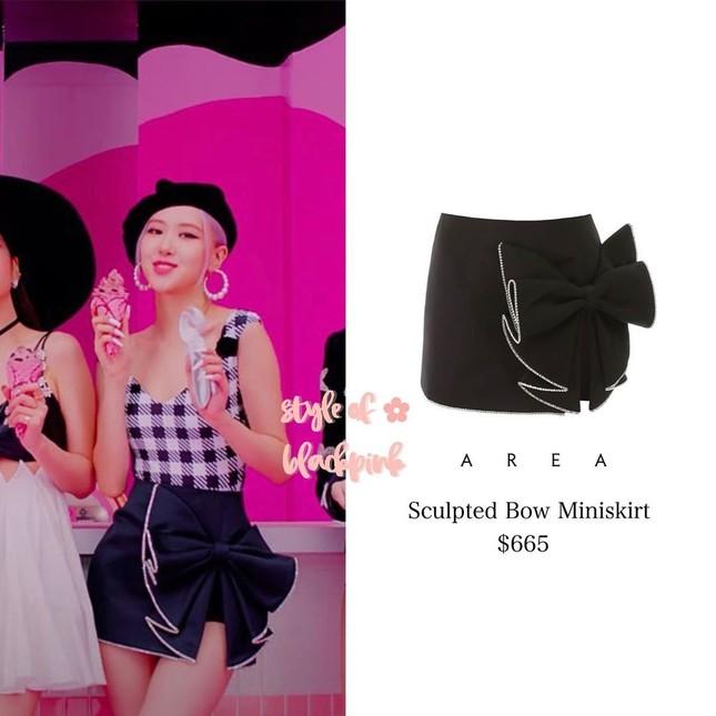 """Xem """"Ice Cream"""", netizen nể phục màn biến áo thành váy của stylist cho Rosé BLACKPINK ảnh 6"""