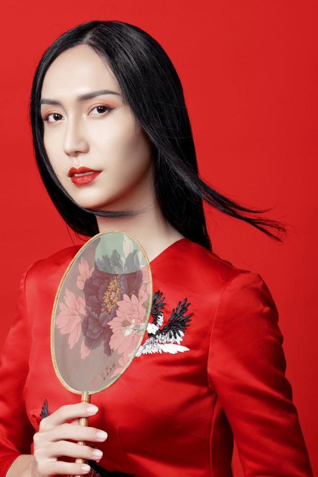 Lynk Lee ngày càng đẹp nữ tính, khoe bộ ảnh áo dài xinh như bước ra từ tranh vẽ ảnh 2