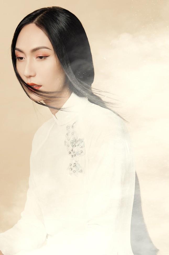 Lynk Lee ngày càng đẹp nữ tính, khoe bộ ảnh áo dài xinh như bước ra từ tranh vẽ ảnh 3