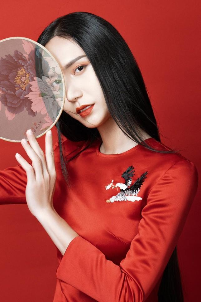 Lynk Lee ngày càng đẹp nữ tính, khoe bộ ảnh áo dài xinh như bước ra từ tranh vẽ ảnh 4