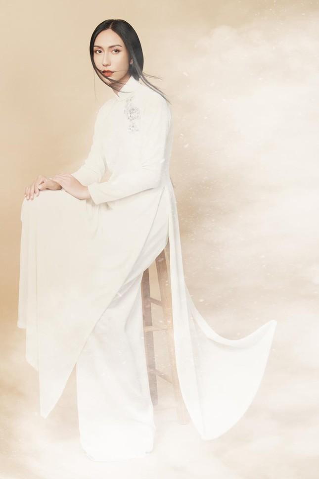 Lynk Lee ngày càng đẹp nữ tính, khoe bộ ảnh áo dài xinh như bước ra từ tranh vẽ ảnh 5