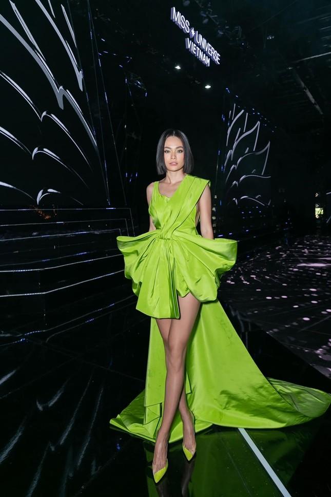 """Diện váy Công Trí trên thảm đỏ VMAs, Nicole Richie """"đụng hàng"""" tận 9 mỹ nhân showbiz Việt ảnh 8"""