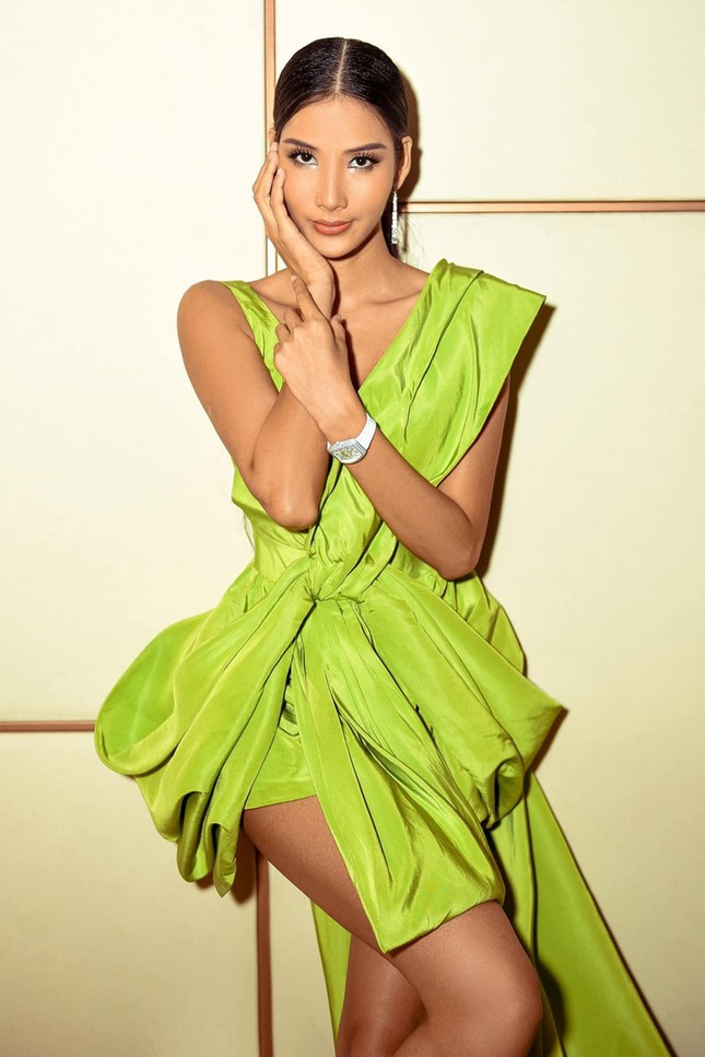 """Diện váy Công Trí trên thảm đỏ VMAs, Nicole Richie """"đụng hàng"""" tận 9 mỹ nhân showbiz Việt ảnh 7"""