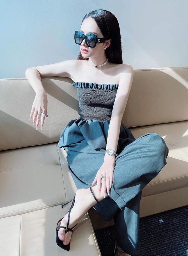 """3 mẫu áo khiến nhiều sao Việt """"u mê"""", diện suốt 3 tháng Hè vẫn không thấy chán! ảnh 3"""