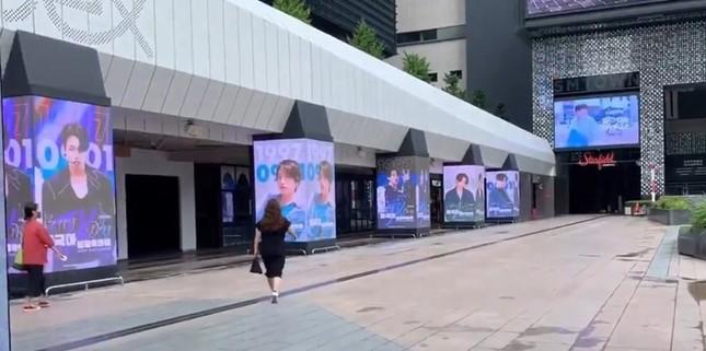 Sốc với màn tổ chức sinh nhật hoành tráng cho Jung Kook (BTS) của ARMY trên toàn thế giới ảnh 2