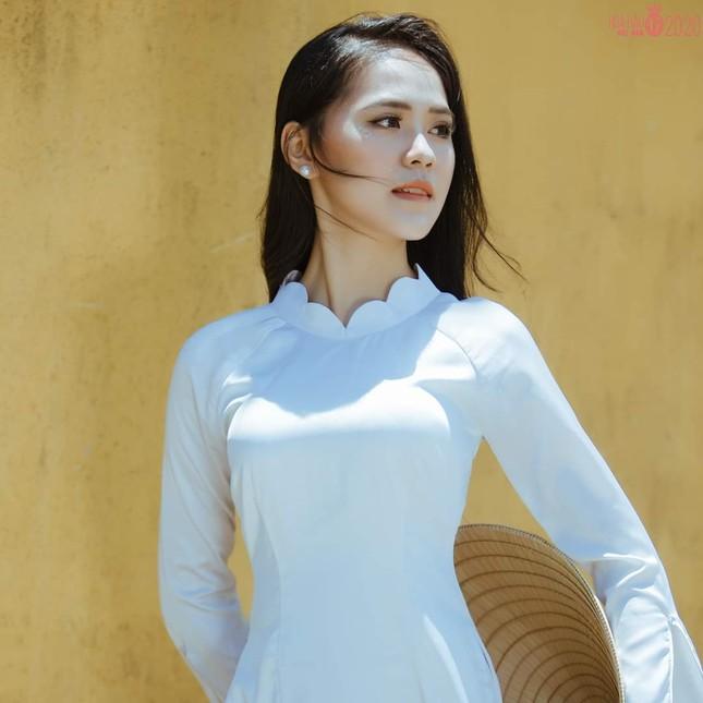 Thu Hằng - thí sinh đôi mắt biết nói và vòng eo siêu thực của Hoa Hậu Việt Nam 2020 ảnh 1