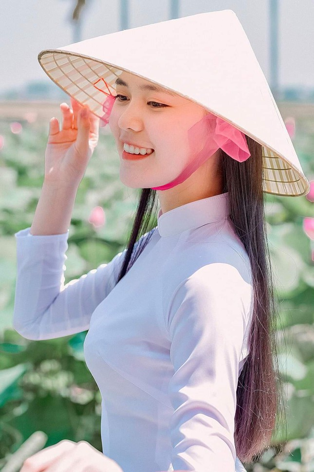 Thu Hằng - thí sinh đôi mắt biết nói và vòng eo siêu thực của Hoa Hậu Việt Nam 2020 ảnh 6