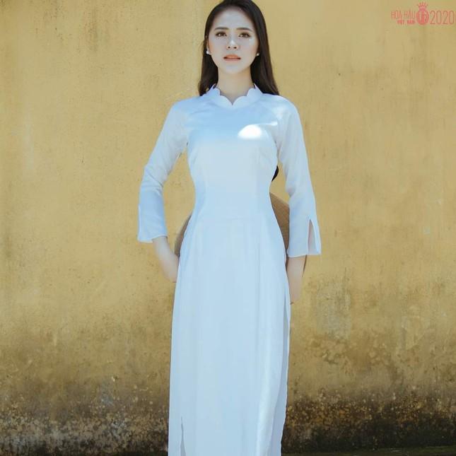 Thu Hằng - thí sinh đôi mắt biết nói và vòng eo siêu thực của Hoa Hậu Việt Nam 2020 ảnh 4