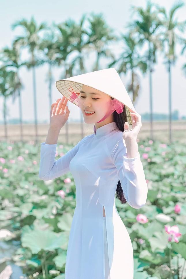 Thu Hằng - thí sinh đôi mắt biết nói và vòng eo siêu thực của Hoa Hậu Việt Nam 2020 ảnh 7