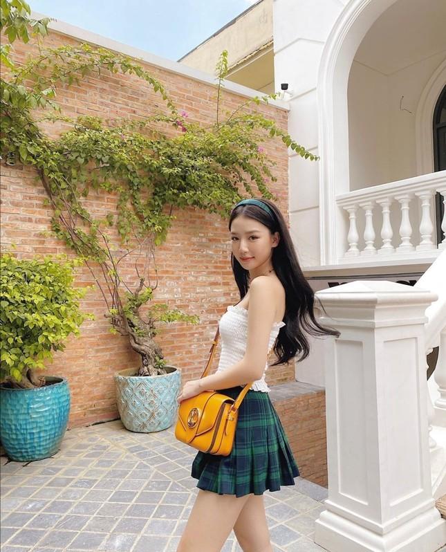 """Học ngay bí kíp phối đồ tạo """"bão like"""" của Ngọc Trinh, Hiền Hồ, Quỳnh Anh Shyn... tuần qua ảnh 2"""