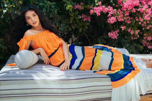 Hoa hậu Tiểu Vy khoe nhan sắc rực rỡ trong bộ ảnh mới chụp tại quê nhà Hội An ảnh 1
