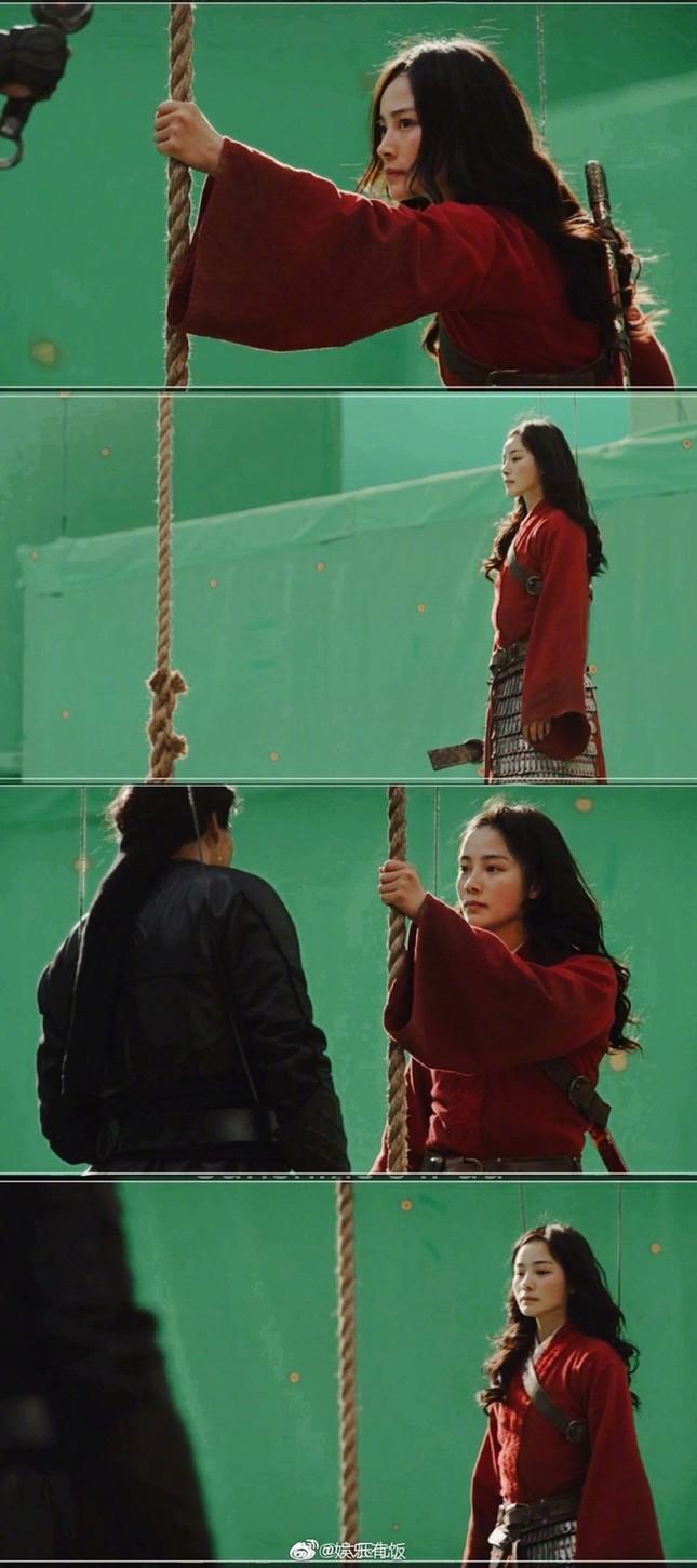 """Diễn viên đóng thế Lưu Diệc Phi trong """"Mulan"""" bất ngờ được netizen Trung hết lời khen ngợi ảnh 2"""