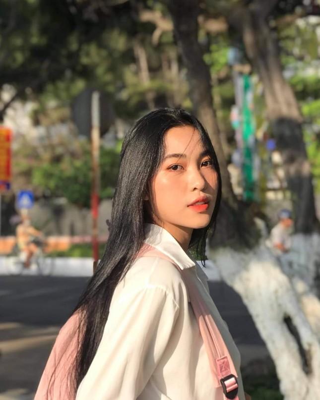 Lộ diện thí sinh Hoa Hậu Việt Nam có nụ cười giống Phạm Hương nhưng lại hâm mộ H'Hen Niê ảnh 1