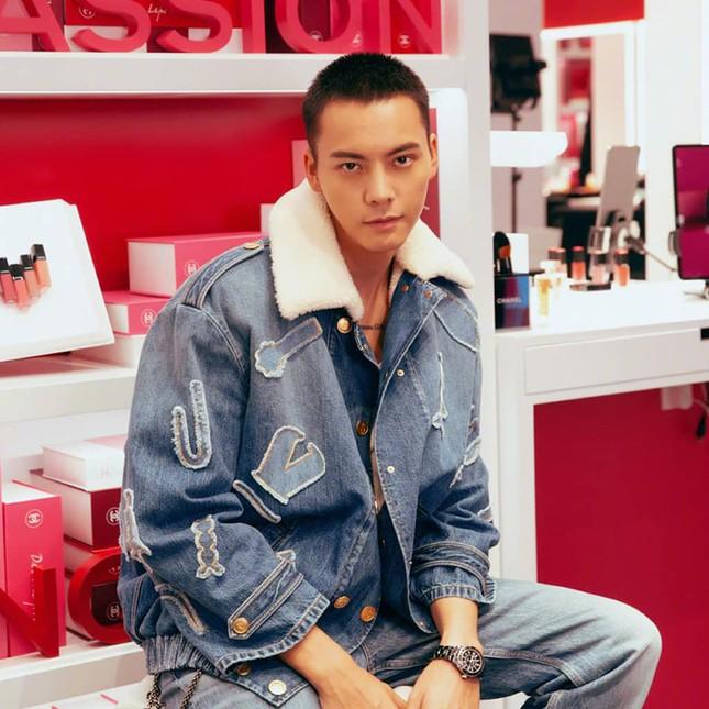 """So sánh 3 sao nam C-Biz mặc đồ Chanel đẹp nhất: Đoán xem ai có thể """"cân"""" cả đồ nữ? ảnh 5"""